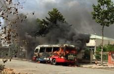 Tiền Giang: Xe buýt đang đậu trên đường bất ngờ cháy dữ dội