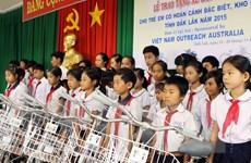 Đắk Lắk tặng quà cho trẻ khuyết tật và trẻ em nghèo hiếu học