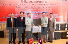 Phó Chủ tịch nước tặng 25 bộ máy tính giúp Lào phát triển giáo dục