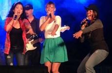 Ban nhạc đồng quê Blended 328 của Hoa Kỳ lưu diễn tại Việt Nam
