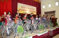 Trao tặng 100 xe đạp cho học sinh dân tộc vượt khó tỉnh Lạng Sơn