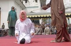 """Indonesia: Một phụ nữ bị đánh ngất xỉu vì """"đứng quá gần đàn ông"""""""