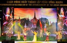 Biểu diễn nghệ thuật chào mừng Ngày ra đời Cộng đồng ASEAN