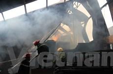 Xưởng sản xuất gỗ cháy rụi giữa trưa, 150 công nhân thoát chết