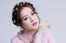 Học cách trang điểm rạng rỡ sắc hồng của các sao Việt