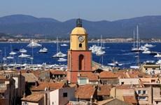 Và Thượng đế đã tạo ra Saint Tropez... nơi EURO không tồn tại