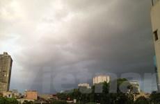 Mưa dông trên toàn khu vực nội thành Hà Nội, thời tiết mát mẻ