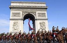 """Bên lề EURO 2016: Tiếng vó ngựa """"ngự lâm quân"""" trên phố Paris"""