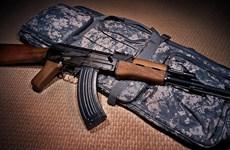 Báo Anh điều tra băng nhóm buôn lậu vũ khí từ Ukraine