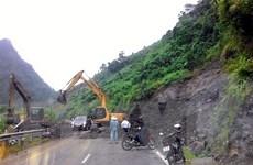 Hòa Bình: Sạt lở nghiêm trọng làm ách tắc giao thông Quốc lộ 6