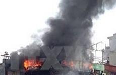 Cháy cơ sở sản xuất rượu giữa khu dân cư, 4 công nhân suýt chết