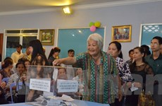 Kiều bào Việt ở Campuchia quyên góp hỗ trợ đồng bào miền Trung