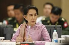 Bà Suu Kyi thúc giục các nhóm vũ trang ký thỏa thuận ngừng bắn