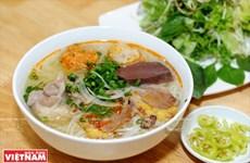 """Đặc sản bún bò Huế - món """"súp"""" Việt ngon nhất thế giới"""