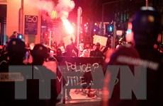 Pháp: Biểu tình bạo động đòi công lý cho thanh niên da màu bị xâm hại