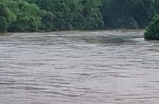 Người thân đau đớn nhận thi thể 3 bé gái đuối nước ở sông sâu
