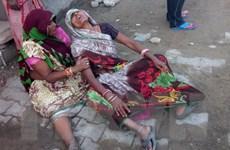 Gió thổi sập tường ở Ấn Độ khiến hơn 20 người thương vong