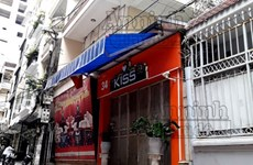 Bắt khẩn cấp chủ quán karaoke cướp tiền của khách nước ngoài