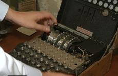 [Video] Chiếc máy mã hóa từ Thế chiến II được bán với giá kỷ lục
