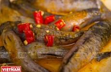 [Video] Món ngon dễ làm: Cá bống đồng kho nghệ cực kỳ đưa cơm
