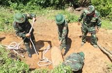 Người dân phát hiện quả bom hơn 1 tấn ngay trong vườn nhà