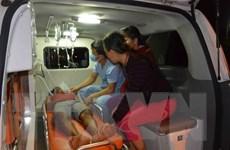 Hải quân đưa ngư dân bị thương nặng trên biển vào bờ chữa trị