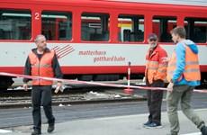 Đầu máy tàu hỏa lao vào toa chở hành khách, 30 người bị thương