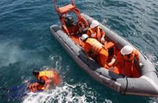 Cứu sống 3 thuyền viên bị rơi khỏi tàu đang trôi dạt trên biển