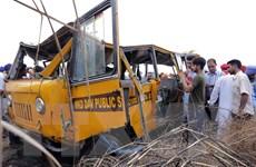 Xe tải mất lái đâm vào xe kéo khiến hơn 44 người thương vong