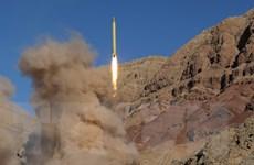 Iran ra mắt tên lửa đạn đạo Qadr mới có tầm bắn tới 2.000km