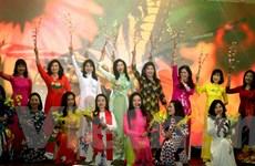 Ấn tượng đêm thơ-nhạc tại Séc tôn vinh phụ nữ và áo dài Việt