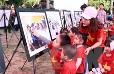 """Triển lãm """"Sức sống Trường Sa - Sắc màu tình nguyện"""" tại Hưng Yên"""