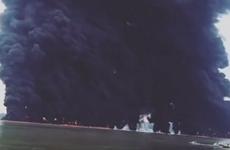[Video] Đám cháy bất thường cực lớn giữa biển Indonesia