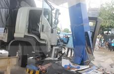 Xe khách va chạm với xe tải, 7 hành khách nhập viện cấp cứu