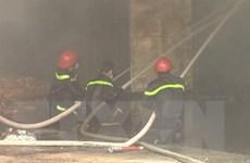 Hỏa hoạn giữa khu dân cư, xưởng gỗ 500m2 bị thiêu rụi thành tro