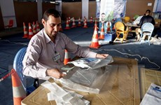 Iraq bắt đầu tiến hành kiểm lại phiếu bầu cử quốc hội bằng tay