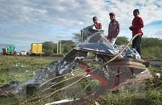 Xe buýt lao vào xe tải làm 9 người tử nạn, hàng chục người bị thương