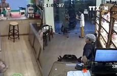 [Video] Bắt giữ người cha dạy con trai 11 tuổi thành 'đạo chích'