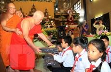 Lớp học tiếng Việt và tiếng Lào cho người Việt tại thủ đô Vientiane