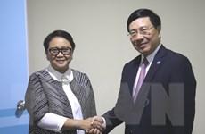 Phó Thủ tướng Phạm Bình Minh tiếp xúc song phương bên lề AMM 51