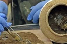 Phát hiện kho báu chứa tiền vàng 'cực kỳ có giá trị' bên bờ Biển Đen