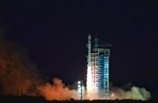 Trung Quốc phóng thành công 5 vệ tinh cùng với một tên lửa đẩy