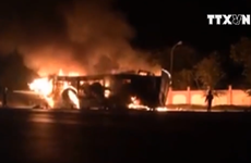 [Video] Xe đầu kéo bốc cháy ngùn ngụt khi đưa vào trạm cân