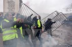 Pháp hoãn tăng giá lương thực do ảnh hưởng cuộc biểu tình 'Áo vàng'