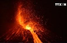 [Video] Núi lửa phun trào có sức công phá tương đương 200.000 tấn TNT