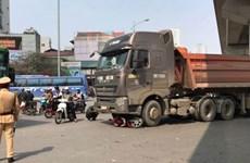 Ôtô tải quệt vào xe máy ở ngã tư, 1 người tử vong tại chỗ