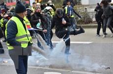 Pháp cho phép cảnh sát bắn đạn cao su để giải tán biểu tình