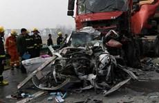 Tai nạn đường bộ nghiêm trọng ở Trung Quốc, 20 người thương vong