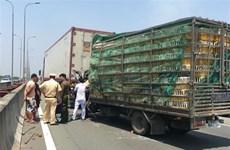 [Video] Tài xế xe tải tử vong sau khi đâm vào xe đầu kéo trên cao tốc