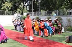 Màn trình diễn áo dài ấn tượng của Đại sứ Việt Nam tại Ấn Độ